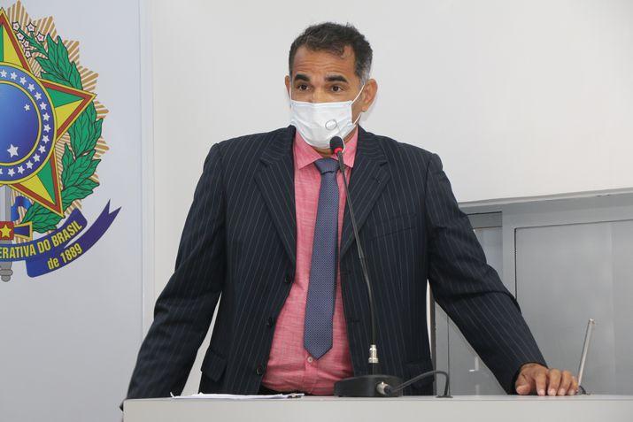 Ailton Cruz pede a construção de rotatória no bairro Alagoas, na junção da rua Mauá com Paraguassú e Jânio Quadros